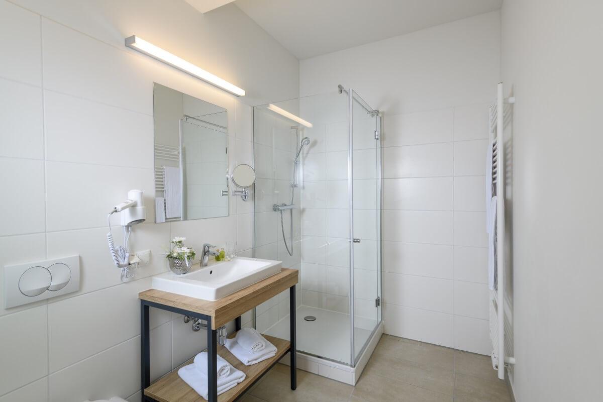 Beispielfoto eines Badeszimmers im Kur- und Gesundheitshotel Heilmoorbad Schwanberg