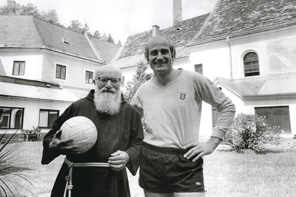 Ex-Nationalteamtorhüter Gernot Fraydl und der letzte Kapuzinerpater im Heilmoorbad Schwanberg