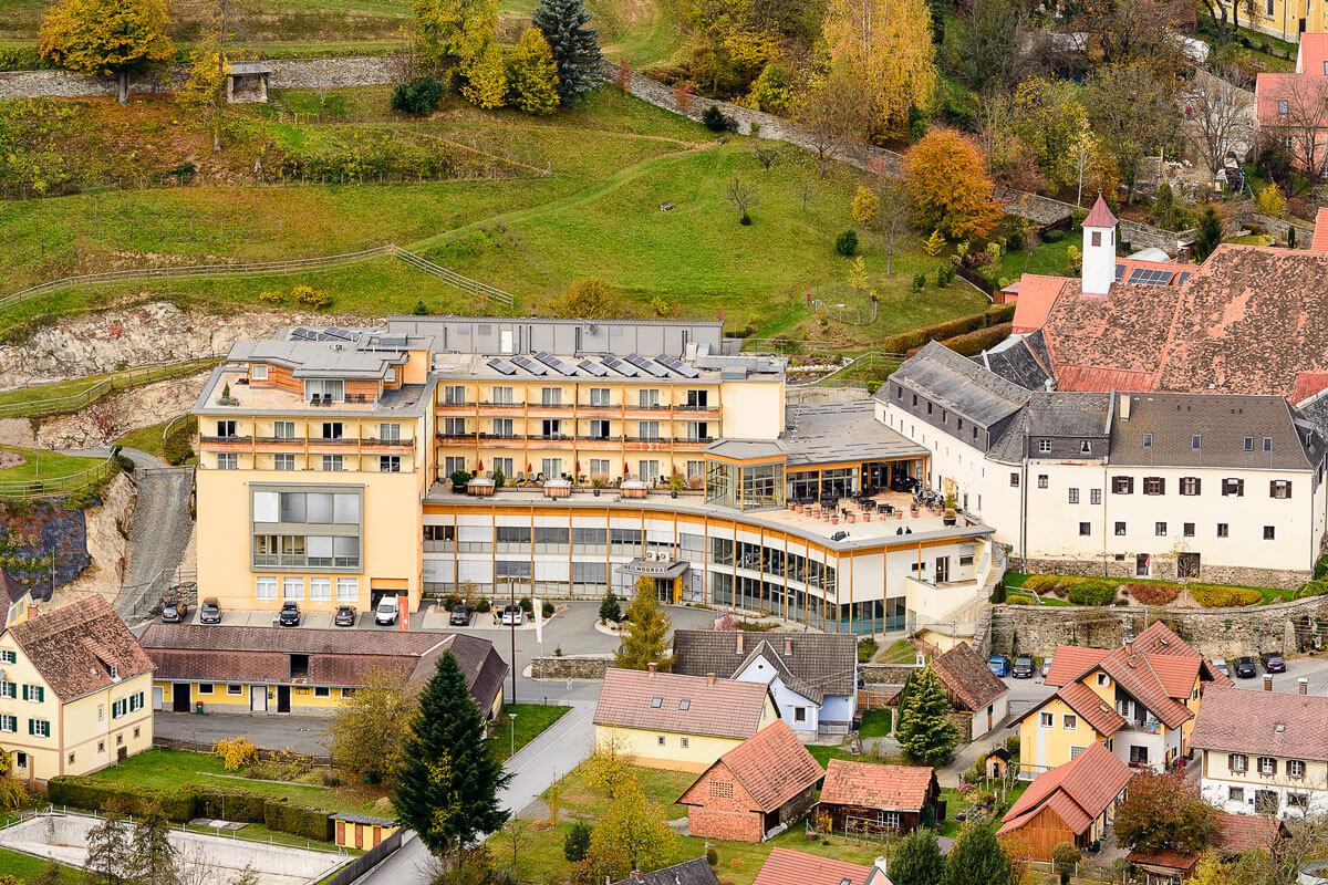 Luftaufnahme des Kur- und Gesundheitshotels Heilmoorbad Schwanberg